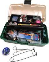 Kufrík plný rybárskeho príslušenstva